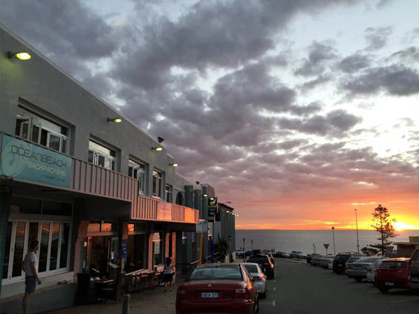 ocean-beach-backpackers-sunset-cottesloe